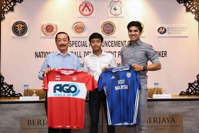 (From left) Tan Sri Vincent Tan, Luqman Hakim Shamsuddin and Youth and Sports Minister Syed Saddiq pose for a photo during a press conference in Kuala Lumpur September 20, 2019. ― Picture by Yusof Mat Isa