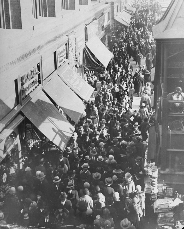 christmas shoppers 42nd st nyc 1929