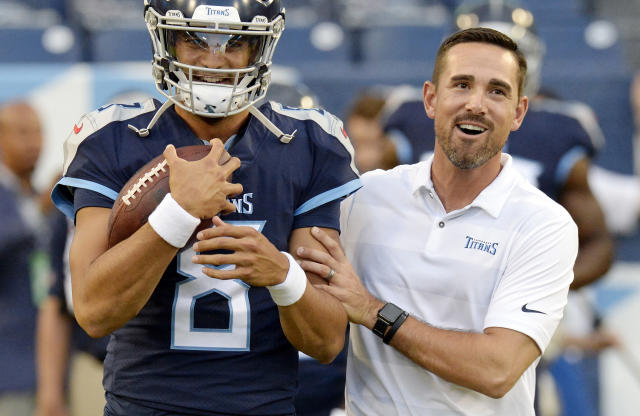 Matt LaFleur, pictured with Titans QB Marcus Mariota, will reportedly become the Packers' new head coach. (AP)