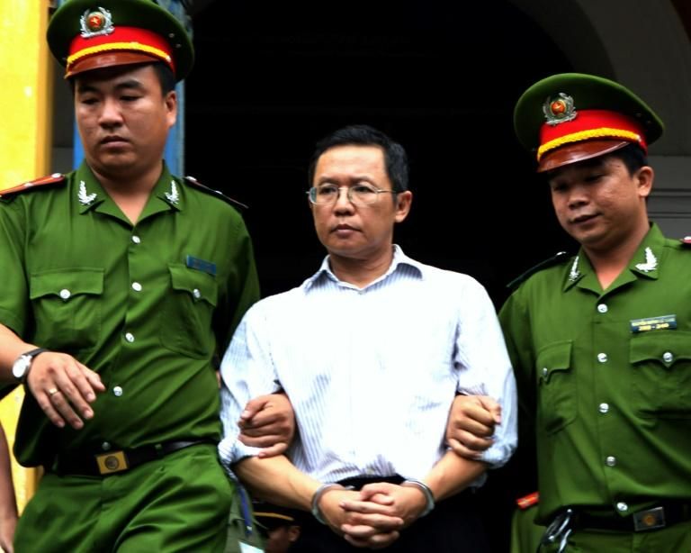 Vietnam exiles dissident after stripping him of citizenship