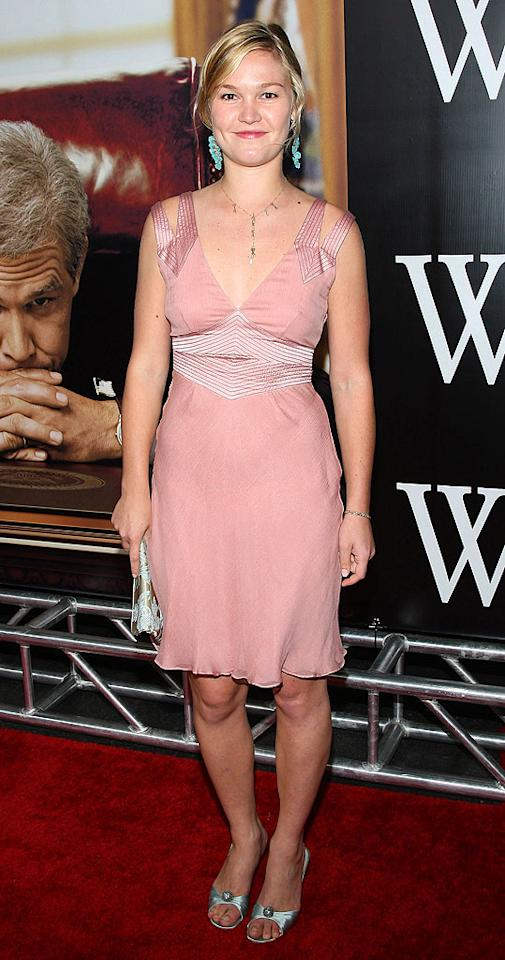 "Julia Stiles is pretty darn cute in pastels. Jason Kempin/<a href=""http://www.wireimage.com"" target=""new"">WireImage.com</a> - October 14, 2008"