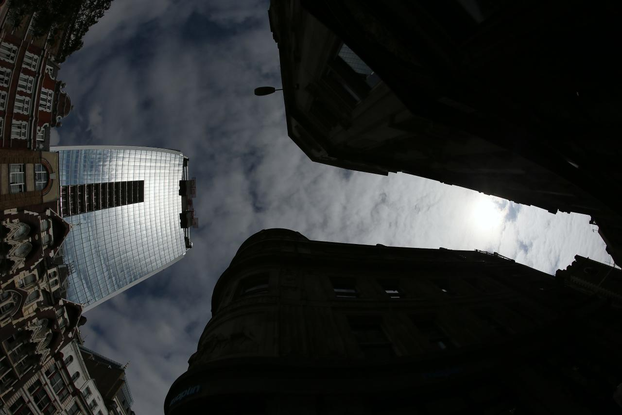 Sunlight is reflected from the Walkie Talkie tower in central London September 3, 2013. The developers of a London skyscraper that reflects sunlight at such intense levels that it warped panels and melted mirrors on a parked car will not need to break the bank to fix the problem, a project source told Reuters. REUTERS/Stefan Wermuth (BRITAIN - Tags: BUSINESS REAL ESTATE ENVIRONMENT)