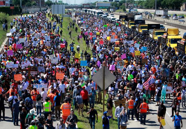 <p>Protestors shut down the Dan Ryan Expressway during an anti-violence protest calling for common sense gun laws in Chicago, Ill., July 7, 2018. (Photo: Jim Young/AFP/Getty Images) </p>