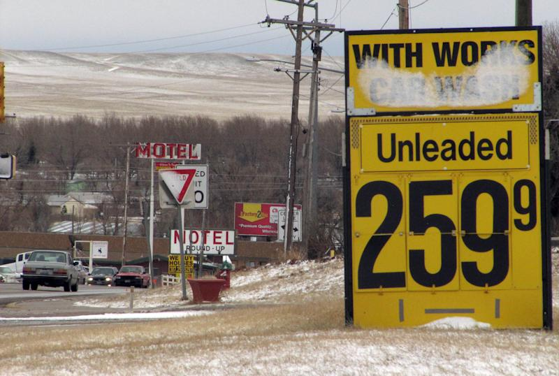 Oil bottleneck gives Rockies cheaper gasoline