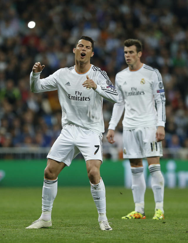 Real's Cristiano Ronaldo, left, gestures after missing a free kick during a Champions League round of 16 second leg soccer match between Real Madrid and FC Schalke 04 at the Santiago Bernabeu stadium in Madrid, Tuesday, March 18, 2014. (AP Photo/Andres Kudacki)