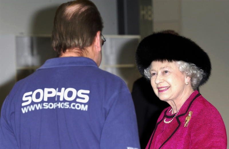 ABINGDON, UNITED KINGDOM - FEBRUARY 20: Queen Elizabeth II Visiting Computer Software Company Sophos, Which Produces Anti-virus Software, Chats With One Of The Employees About His Work. (Photo by Tim Graham Photo Library via Getty Images)