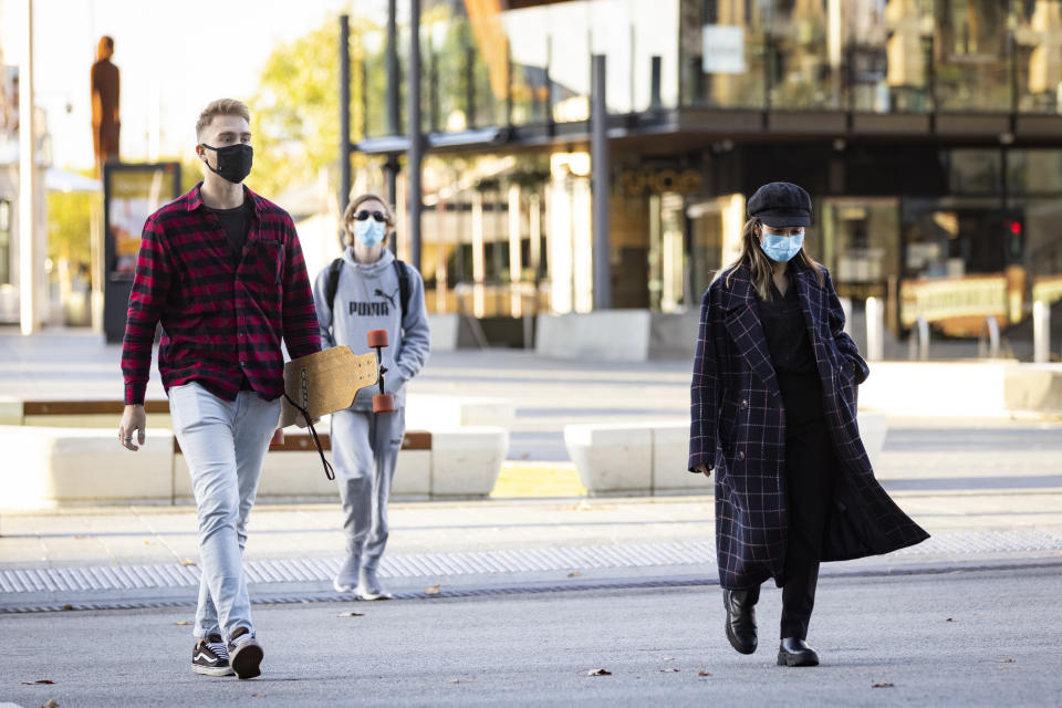 PERTH, AUSTRALIA - JUNE 29: Members of the public are seen wearing face masks in the CBD during Lockdown on June 29, 2021 in Perth, Australia. Lockdown restrictions have come into effect across the Perth and Peel regions for the next four days, following the confirmation of new community COVID-19 cases linked to the highly contagious Delta variant of the coronavirus. From midnight, residents in the Perth and Peel regions are only permitted to leave their homes for essential reasons, including purchasing essential goods, receiving medical care, or caring for the vulnerable. People may leave home to get vaccinated or to exercise within a 5-kilometre radius of their home. Weddings are restricted to five people, funerals to 10 people while gyms, beauty and hair salons, casinos and nightclubs must close. (Photo by Matt Jelonek/Getty Images)
