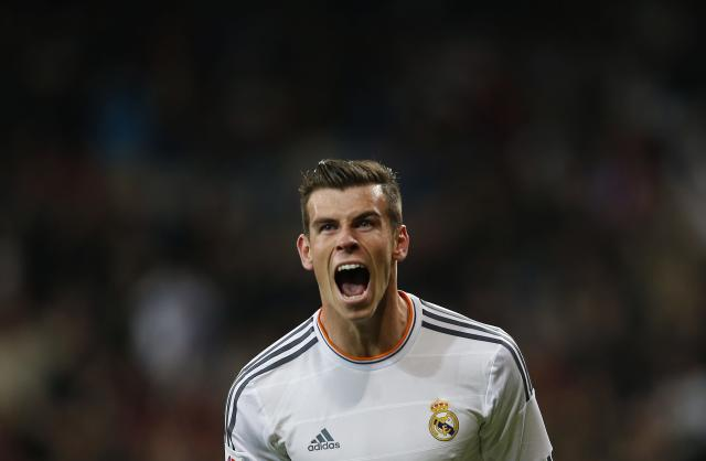 Real Madrid's Gareth Bale celebrates scoring against Sevilla during their Spanish first division soccer match at Santiago Bernabeu stadium in Madrid October 30, 2013. REUTERS/Susana Vera (SPAIN - Tags: SPORT SOCCER TPX IMAGES OF THE DAY)