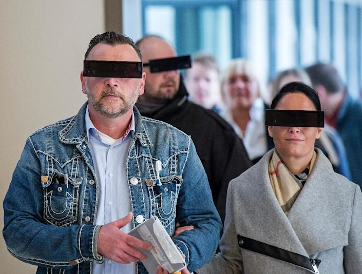 Pegida founder Lutz Bachmann and his wife Vicly have their eyes covered as if pixelized by media as they arrive for his trial at a court in Dresden on April 19, 2016 (AFP Photo/Jens Meyer)