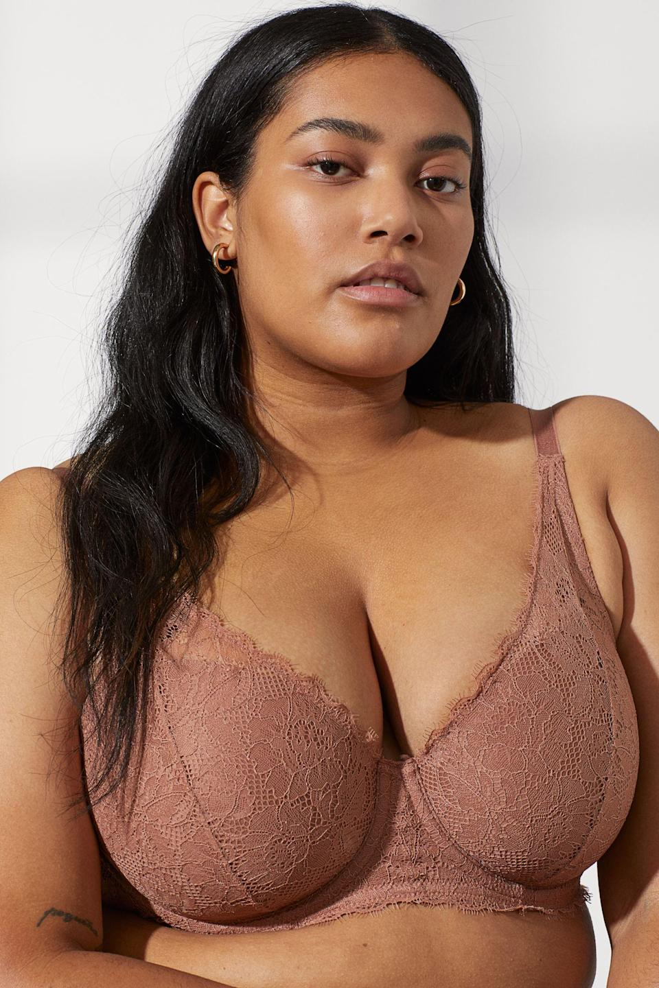 "<br><br><strong>H&M</strong> Padded Underwire Lace Bra, $, available at <a href=""https://go.skimresources.com/?id=30283X879131&url=https%3A%2F%2Fwww2.hm.com%2Fen_us%2Fproductpage.0639965005.html"" rel=""nofollow noopener"" target=""_blank"" data-ylk=""slk:H&M"" class=""link rapid-noclick-resp"">H&M</a>"