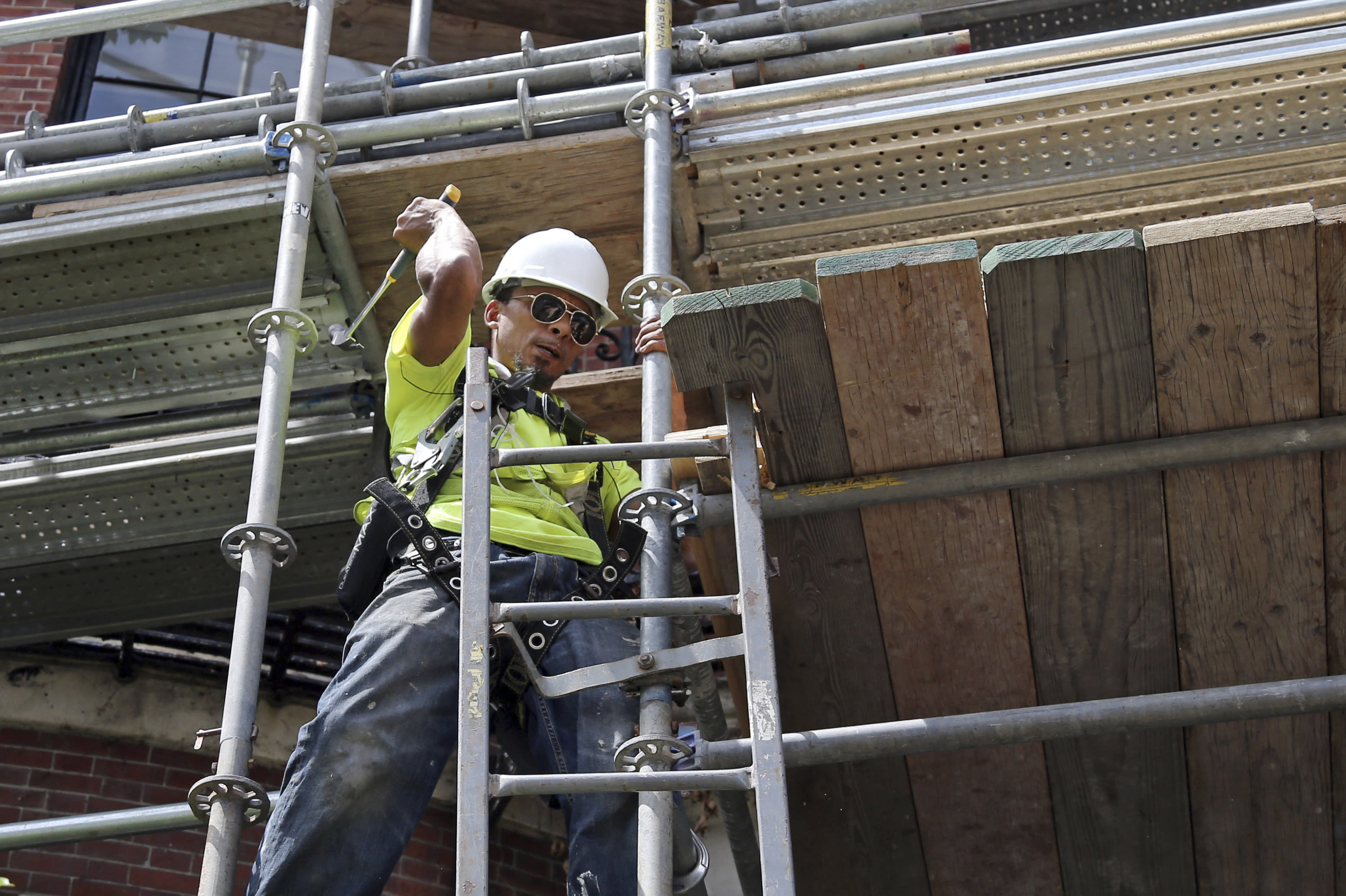 USA economy grows in August, as businesses add 201000 jobs