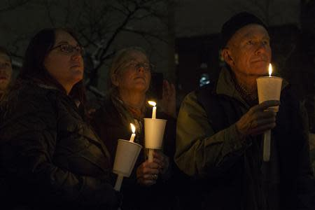 Mourners participate in a candle light vigil for late actor Phillip Seymour Hoffman in the Manhattan borough of New York February 5, 2014. REUTERS/Keith Bedford