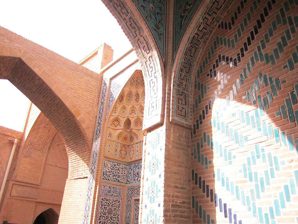Entrance into the ancient Masjid-e Atigh