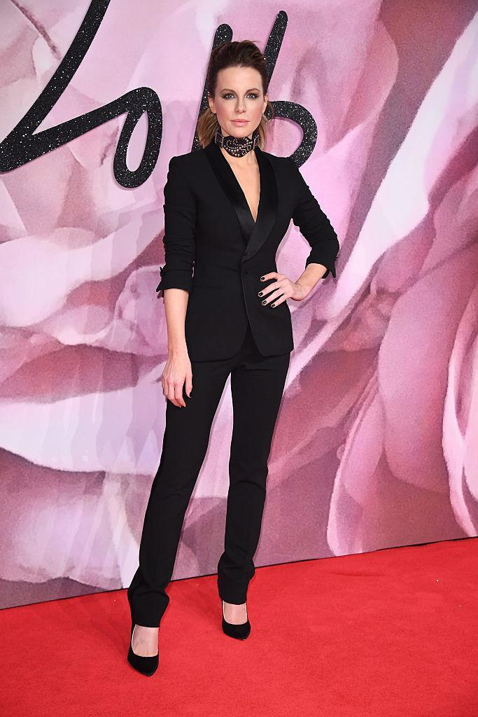 <p>Kate Beckinsale's ensemble seemed to get its inspiration from Hillary Clinton and Catwoman. (Photo: Getty Images) </p>