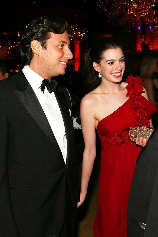 """Anne Hathaway was all smiles with her Italian beau Raffaello Follieri, a real estate developer. Frazer Harrison/<a href=""""http://www.gettyimages.com/"""" target=""""new"""">GettyImages.com</a> - February 24, 2008"""