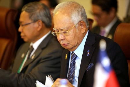 Malaysia's Prime Minister Najib Razak (R) is seen at the Trans-Pacific Partnership (TPP) meeting held on the sidelines of the APEC summit in Danang, Vietnam, November 10, 2017. REUTERS/Na-Son Nguyen/Pool