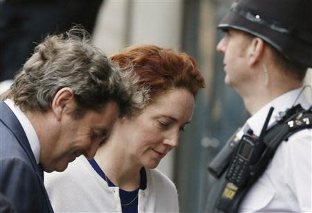 Former News International chief executive Rebekah Brooks and her husband Charlie Brooks (L) arrive at the Old Bailey courthouse in London February 20, 2014. REUTERS/Luke MacGregor