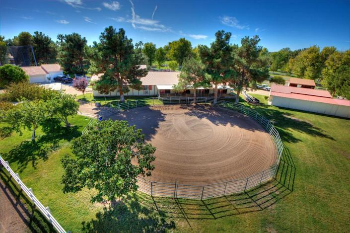 """<p>The expansive equestrian facilities also include pastures, a 100-by-200-foot arena, a 100-square-foot round pen and a 500-square-foot trainer's quarters with a bath and a half. (All photos via <a href=""""http://bit.ly/1OjQdjg"""" rel=""""nofollow noopener"""" target=""""_blank"""" data-ylk=""""slk:Concierge Auctions listing"""" class=""""link rapid-noclick-resp"""">Concierge Auctions listing</a>)</p>"""
