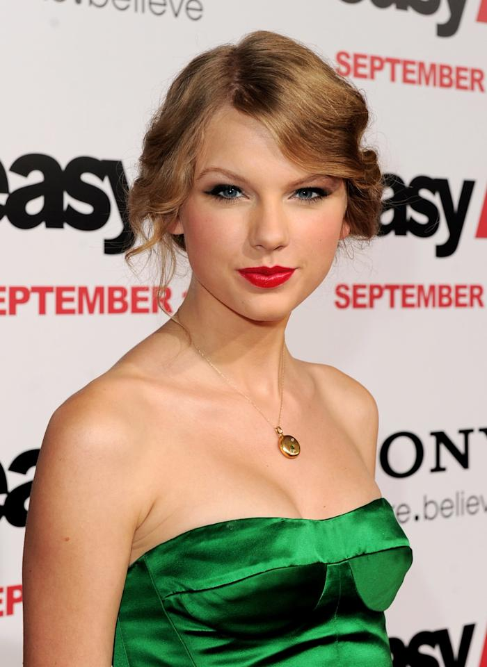 <p>One of the first recorded sightings of the Taylor Swift cat-eye. Drawn here bold and smudgy, winged black liner would go on to become Swift's signature look.</p>