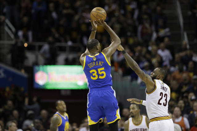 "<a class=""link rapid-noclick-resp"" href=""/nba/players/4244/"" data-ylk=""slk:Kevin Durant"">Kevin Durant</a> takes the torch. (AP)"