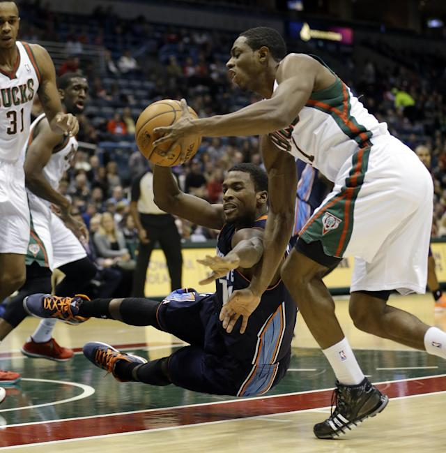 Charlotte Bobcats' Michael Kidd-Gilchrist, center, and Milwaukee Bucks' Brandon Knight, right, go after a loose ball during the first half of an NBA basketball game on Saturday, Nov. 23, 2013, in Milwaukee. (AP Photo/Morry Gash)
