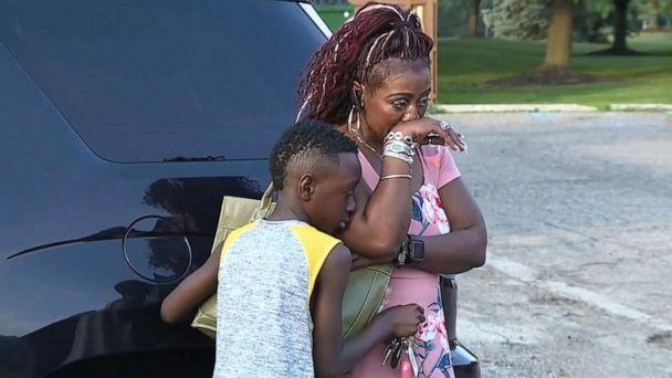 PHOTO: Cameishi Lindley speaks to ABC station WXYZ-TV in Detroit alongside her 10-year-old son Bryce. (WXYZ-TV)