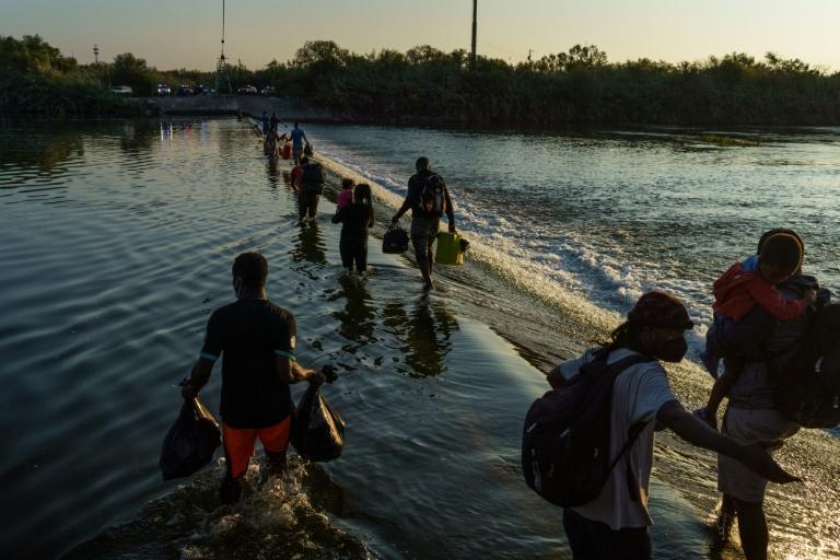 Haitian migrants cross the Rio Grande river near the Del Rio-Acuna Port of Entry in Ciudad Acuna, Mexico on September 18, 2021 (AFP/PAUL RATJE)