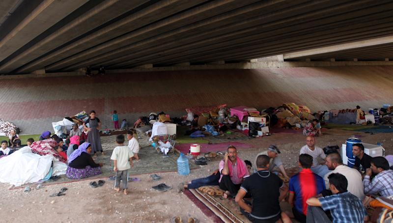 Displaced Iraqis from the Yazidi community gather under a bridge where they found refuge after Islamic State militants attacked the town of Sinjar on August 17, 2014 on the outskirts of Dohuk (AFP Photo/Ahmad Al-Rubaye)