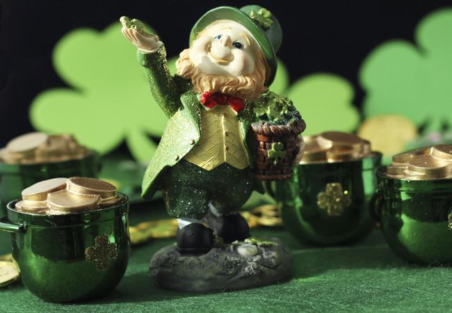 """<div class=""""caption-credit"""">Photo by: Shutterstock</div><div class=""""caption-title""""></div>2. Did he want to dress up as a leprechaun for St. Patrick's Day? <br> <b>More from The Knot:</b> <a rel=""""nofollow"""" href=""""http://wedding.theknot.com/bridal-fashion/bridesmaid-dresses/articles/bad-bridesmaid-dress-photos.aspx?cm_mmc=TKInline-_-Yahooshine-_-13%20Questions%20We%20Have%20For%20Stacy%20Keibler's%20Husband%20Regarding%20His%20Top%20Hat-_-Top%2010%20Ugliest%20Bridesmaid%20Dress%20Photos"""" target="""""""">Top 10 Ugliest Bridesmaid Dress Photos</a>"""