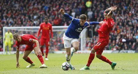 Britain Soccer Football - Liverpool v Everton - Premier League - Anfield - 1/4/17 Everton's Ross Barkley in action with Liverpool's Lucas Leiva (L) and Roberto Firmino Action Images via Reuters / Carl Recine Livepic