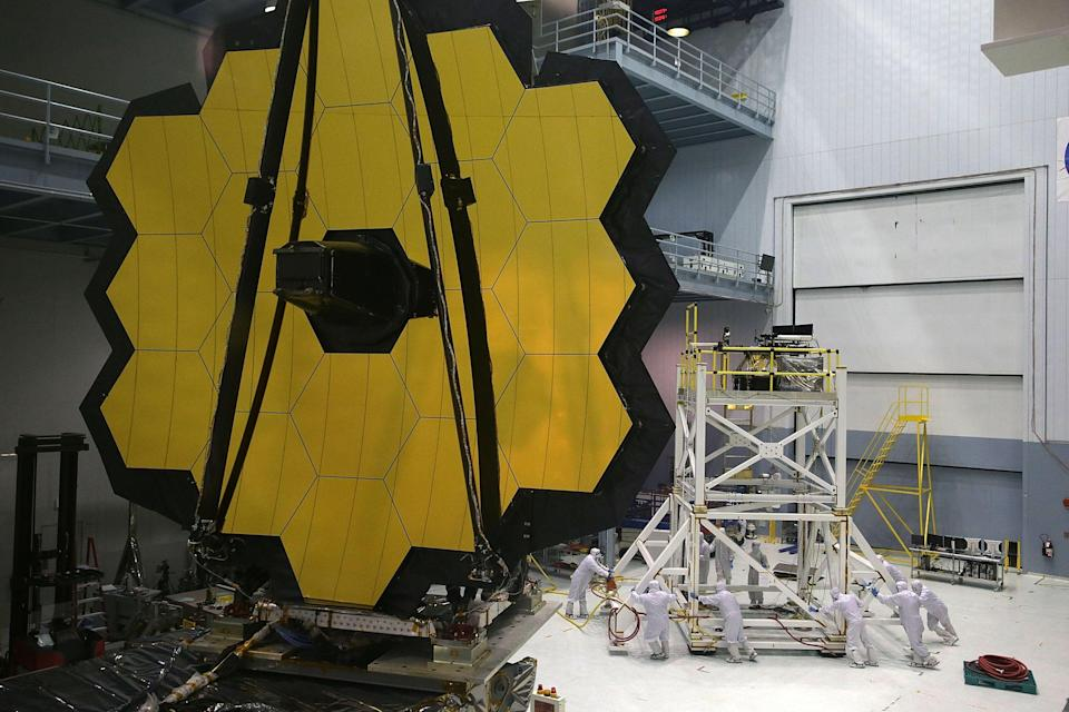 Engineers and technicians assemble the James Webb Space Telescope November 2, 2016 at NASA's Goddard Space Flight Center in Greenbelt, Maryland (Getty Images)
