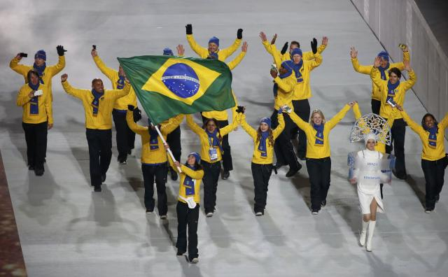 Brazil's flag-bearer Jaqueline Mourao leads her country's contingent during the opening ceremony of the 2014 Sochi Winter Olympics, February 7, 2014. REUTERS/Lucy Nicholson (RUSSIA - Tags: OLYMPICS SPORT)