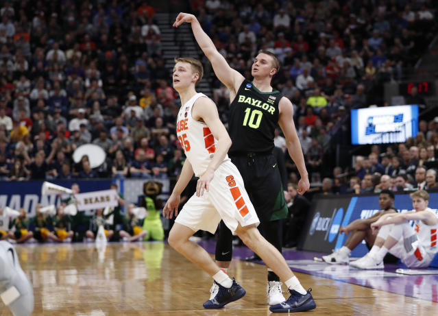 Baylor guard Makai Mason (10) watches a 3-pointer over Syracuse guard Buddy Boeheim (35) during the first half of a first-round game in the NCAA mens college basketball tournament Thursday, March 21, 2019, in Salt Lake City. (AP Photo/Jeff Swinger)
