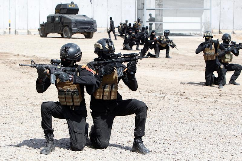 Members of the Iraqi government's elite Counter-Terrorism Service receive training from instructors of the US-led coalition in Baghdad on March 20, 2016 (AFP Photo/SABAH ARAR)