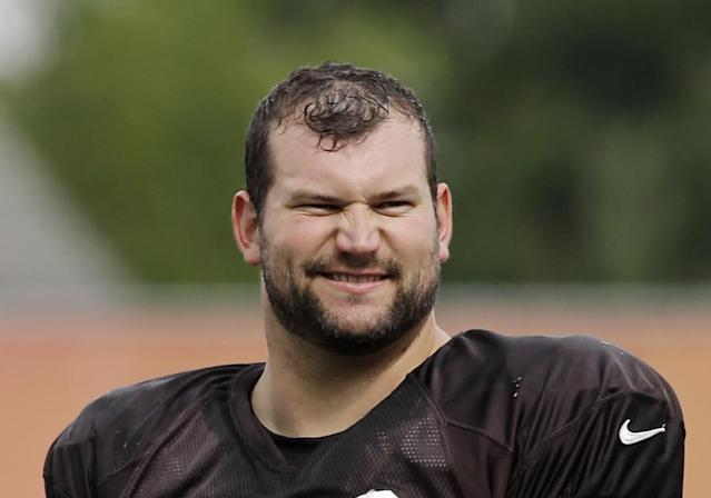 "<a class=""link rapid-noclick-resp"" href=""/nfl/players/8257/"" data-ylk=""slk:Joe Thomas"">Joe Thomas</a> is only 32, but one <a class=""link rapid-noclick-resp"" href=""/nfl/teams/cle/"" data-ylk=""slk:Cleveland Browns"">Cleveland Browns</a> rookie assumed he was a coach. (AP)"
