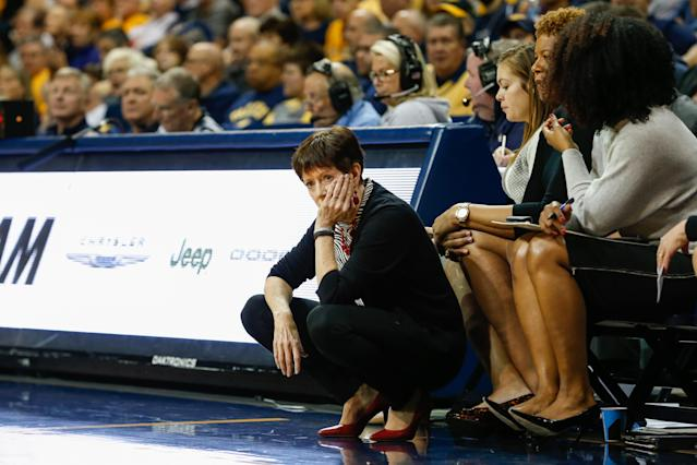"<a class=""link rapid-noclick-resp"" href=""/ncaaw/teams/notre-dame/"" data-ylk=""slk:Notre Dame Fighting Irish"">Notre Dame Fighting Irish</a> head coach Muffet McGraw and Notre Dame are no longer ranked in the AP Top 25. (Scott W. Grau/Icon Sportswire via Getty Images)"