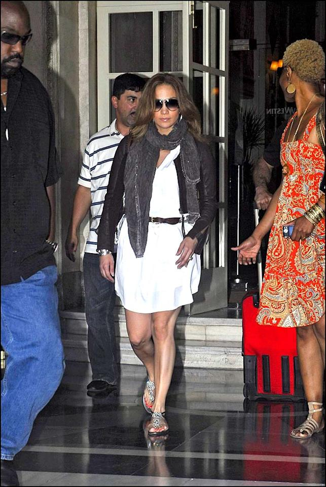 """You go J.Lo! The domestic diva is already back to looking fierce just four short months since giving birth to her twins Max and Emme. Korpa/<a href=""""http://www.x17online.com"""" target=""""new"""">X17 Online</a> - June 25, 2008"""