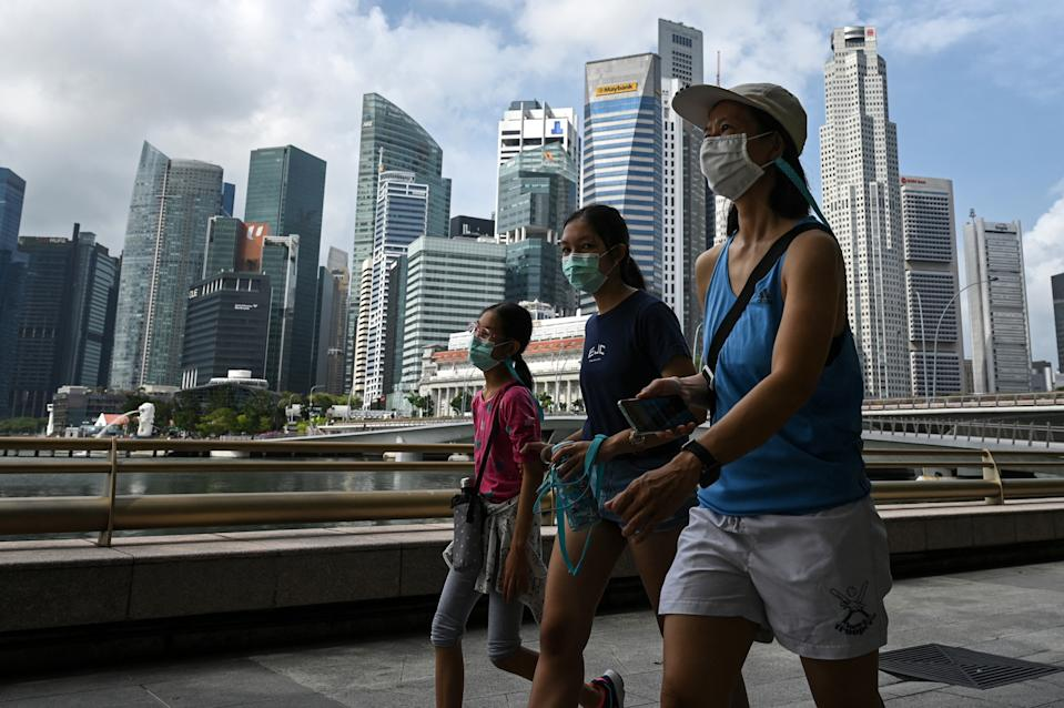People seen walking along Marina Bay promenade on 17 March. (PHOTO: Getty Images)