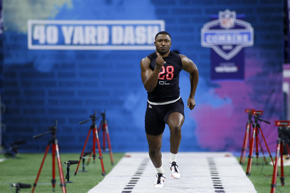 Florida defensive lineman Jonathan Greenard runs the 40-yard dash during the NFL scouting combine at Lucas Oil Stadium on Feb. 29, 2020 in Indianapolis, Indiana. (Photo by Joe Robbins/Getty Images)