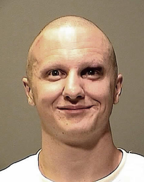 Una foto del 8 de enero del 2011 divulgada por la Oficina del Alguacil del condado Pima en que muestra a Jared Loughner, que perpetró el atentado contra la representante demócrata de Arizona, Gabrielle Giffords en que murieron seis personas y otras 12 quedaron heridas, además de la representante Las autoridades divulgaron más de 300 fotografías el martes 21 de mayo del 2013 de las armas que Loughner utilizó en el atentado de Tucson. (FotoAP/Pima County Sheriff's Department via The Arizona Republic, File)