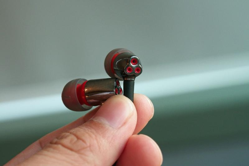 Port tubes at the opposite end of the in-ear headset grants a balanced sound signature for audio accuracy while in-game.