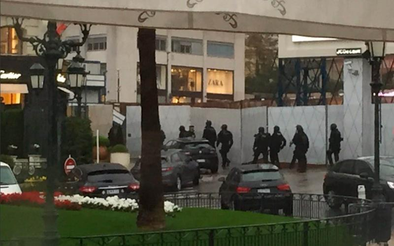 Police swarm the Cartier shop in Monaco - Twitter