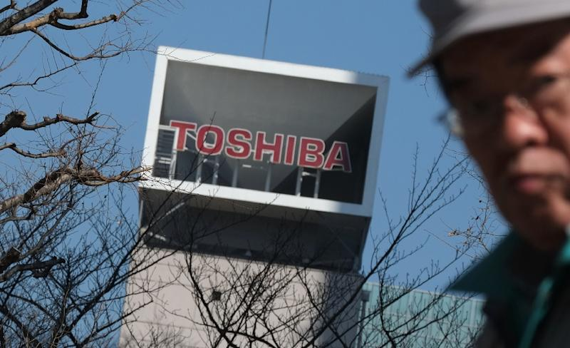 Apple joins Bain consortium's last-minute bid for Toshiba chip unit