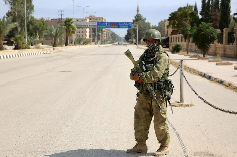 A picture taken during a press tour provided by the Russian Armed Forces on September 15, 2017 shows a Russian soldier standing guard in a central street in Syria's eastern city of Deir Ezzor