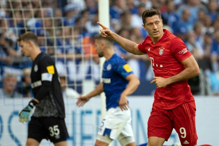 Robert Lewandowski scored a brilliant hat-trick as Bayern Munich beat Schalke 3-0 on Saturday