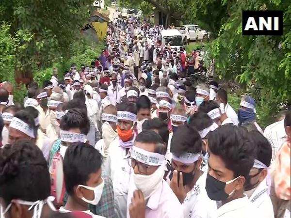 Protesting farmers blocked National Highway-15. (Photo/ANI)