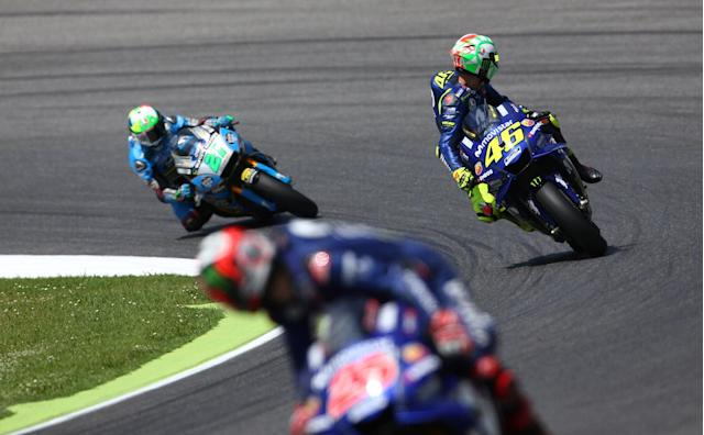 Motorcycling - MotoGP - Italian Grand Prix - Mugello Circuit, Scarperia, Italy - June 2, 2018 Movistar Yamaha MotoGP's Valentino Rossi (R) during qualifying REUTERS/Alessandro Bianchi