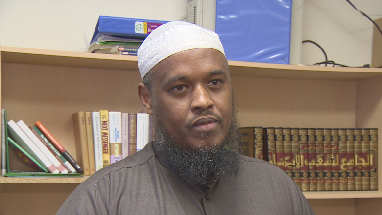 Manager of mosque where Samatar Farah prayed questions why police are calling shooting 'targeted'