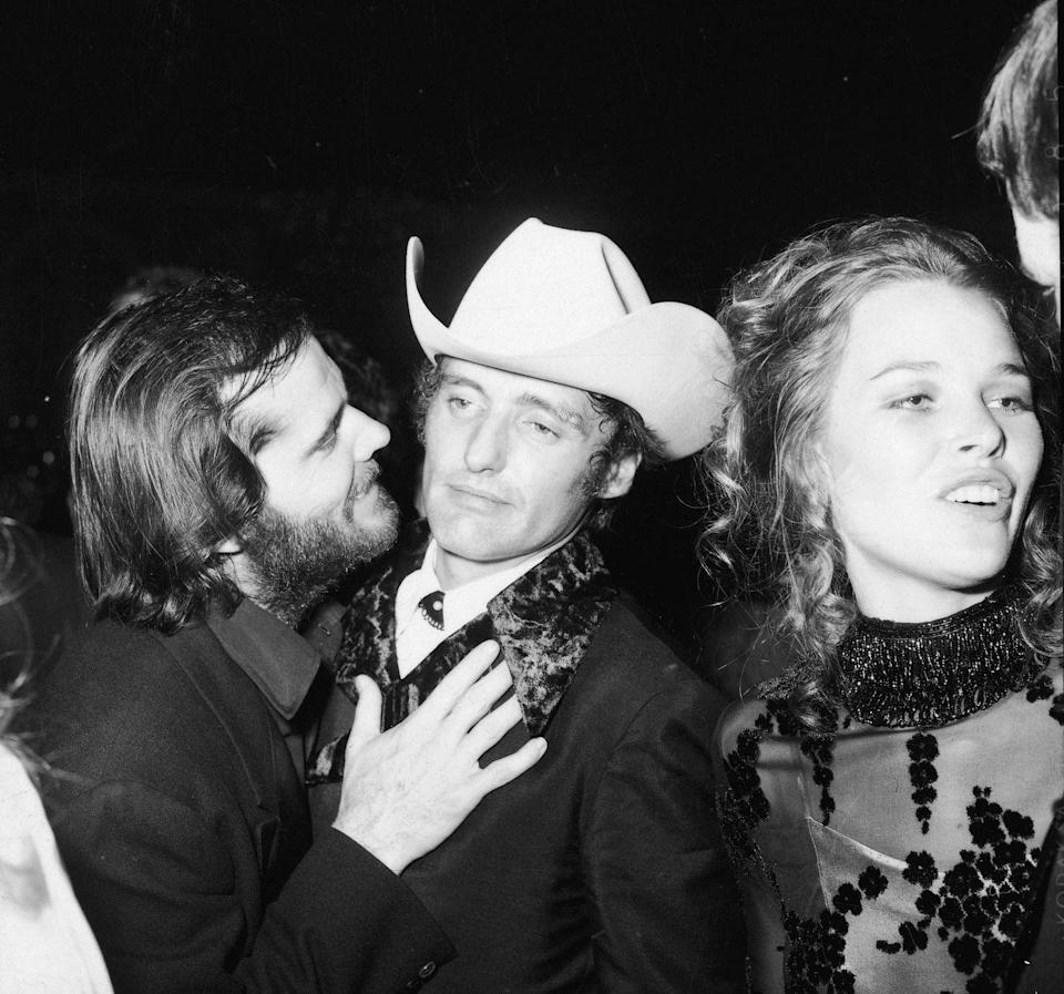 <p>Jack Nicholson and Dennis Hopper talk at an Academy Awards after party in April 1970.</p>
