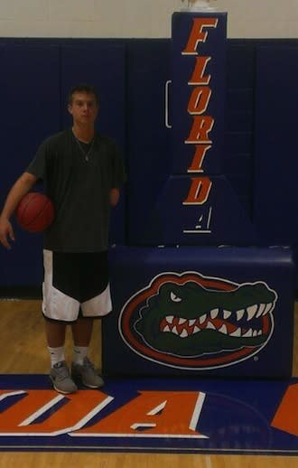 One-handed basketball recruit Zach Hodskins committed to play at Florida — Twitter